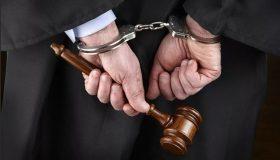 4,5 млн и скидка на Land Cruiser: на Алтае арбитражного судью обвинили во взятках