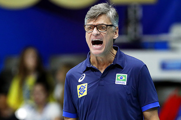 Тренер сборной Бразилии по волейболу госпитализирован с COVID-19
