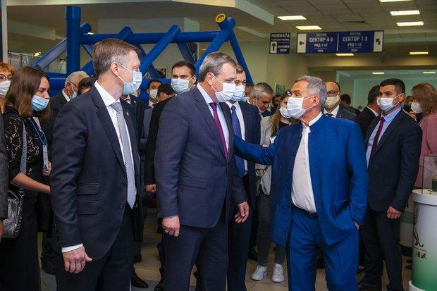 Один из лучших в отрасли: Рустам Минниханов поздравил коллектив ТАИФ-НК с профессиональным праздником