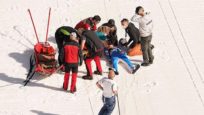 Олимпийского чемпиона из Норвегии ввели в искусственную кому после падения на КМ по прыжкам с трамплина