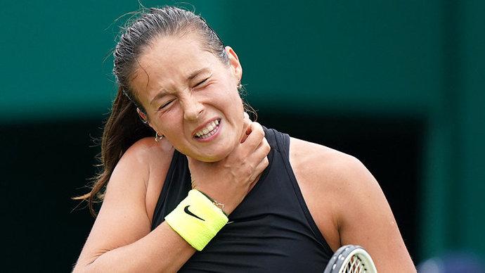Касаткина расцарапала шею в финале турнира в Бирмингеме