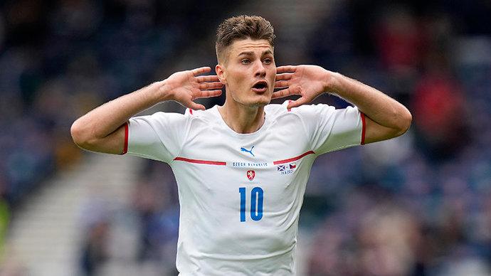 Шик, блеск, красота! В первом туре группового турнира Евро лучшим стал гол чеха Патрика Шика!