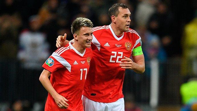 Сборная России по футболу прибыла в Санкт-Петербург на первый матч Евро