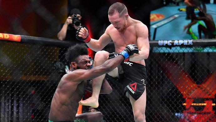 Стерлинг стал первым бойцом в истории UFC, завоевавшим титул после дисквалификации соперника из-за нарушения правил