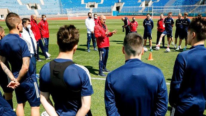 Футболисты сборной России сдали отрицательные ПЦР-тесты перед вылетом в Копенгаген