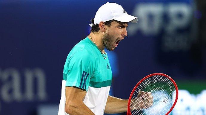 Карацев выиграл первый турнир ATP в карьере, победив Харриса в Дубае