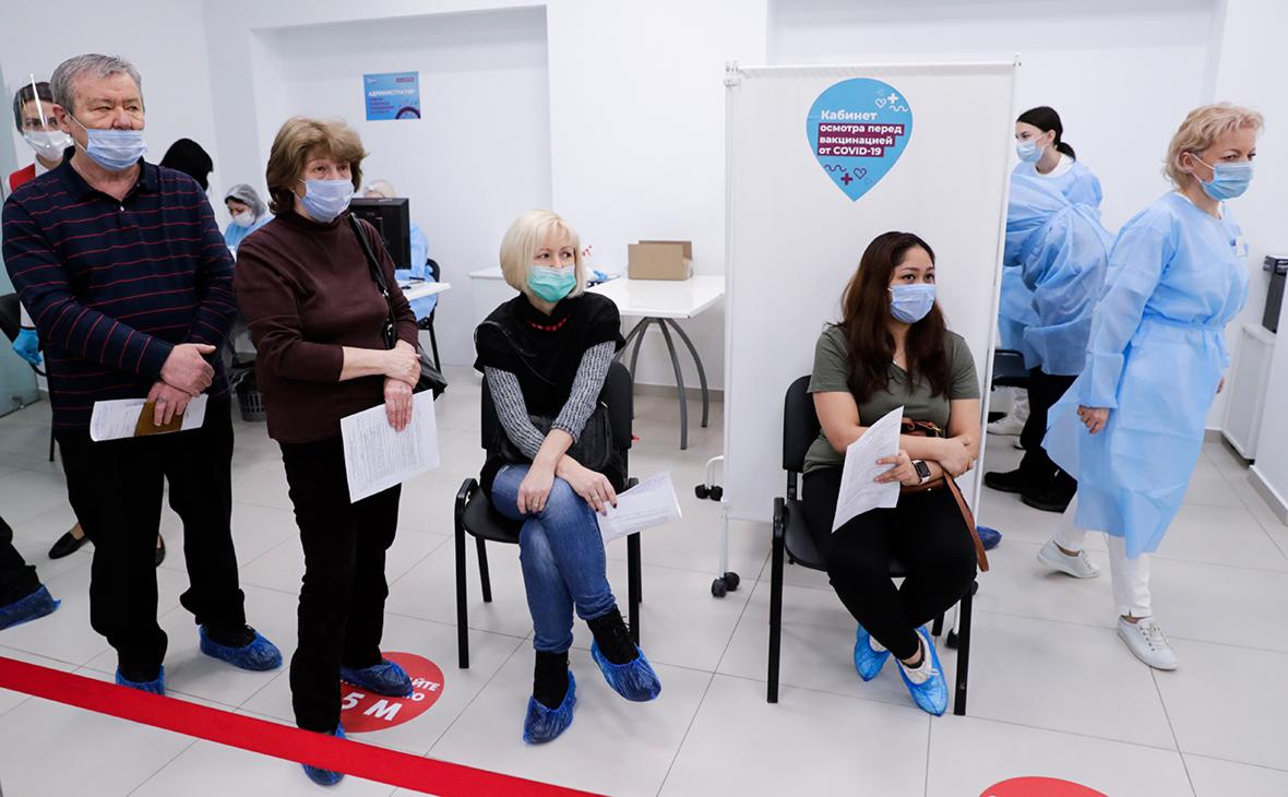 Глава РФПИ назвал Путину срок, когда вакцину получит любой желающий