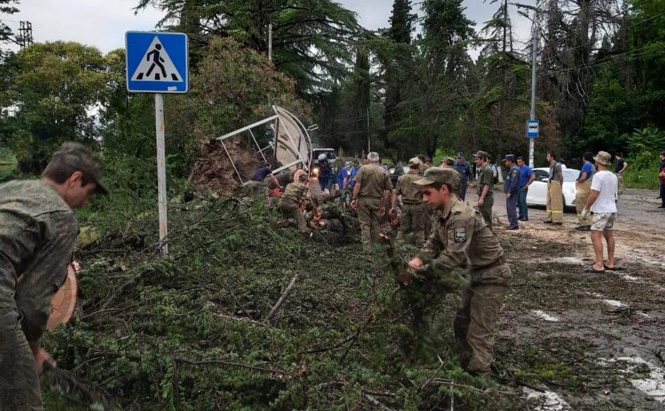 Часть Абхазии оказалась без света из-за урагана