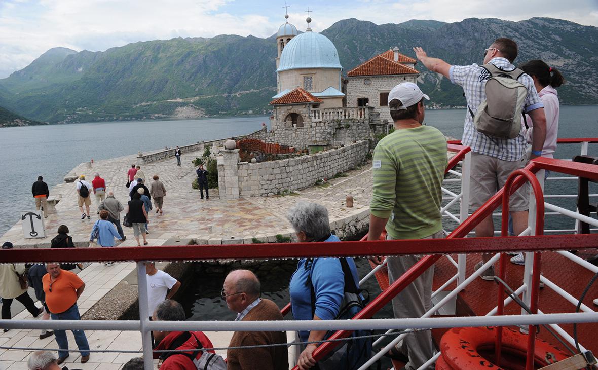 Российским туристам разрешили въезд в Черногорию, как до пандемии
