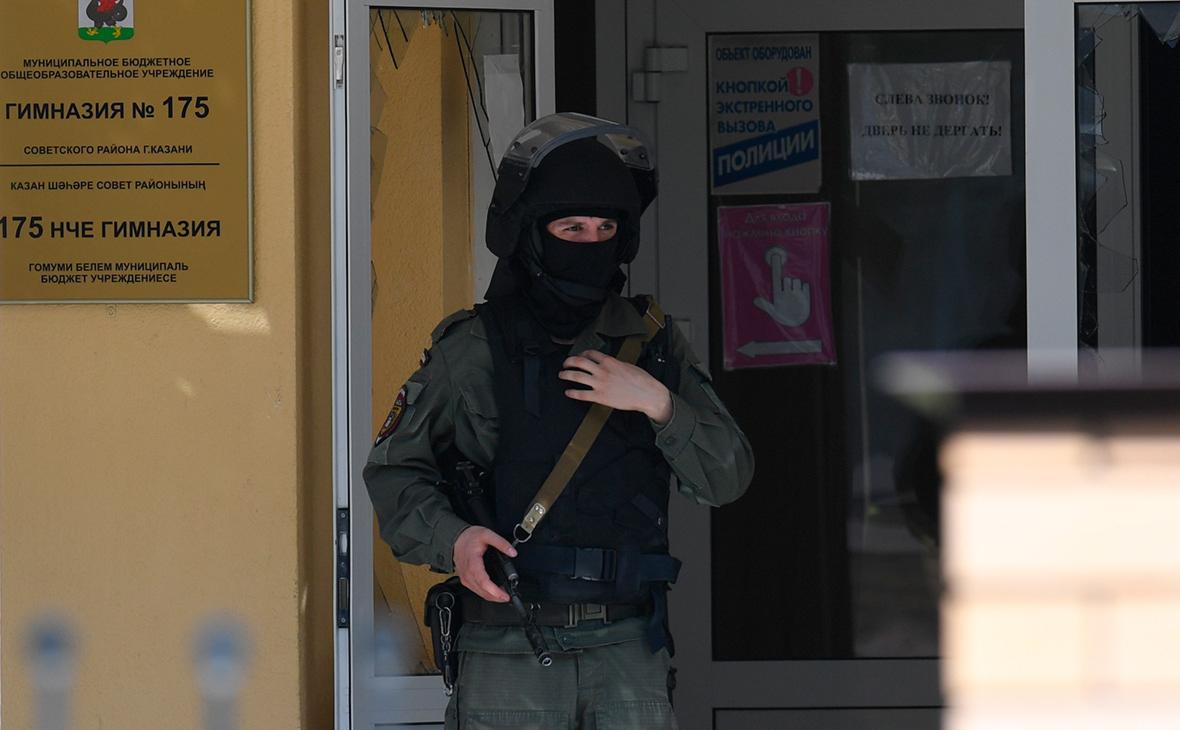 СК завел дело о массовом убийстве после стрельбы в казанской школе