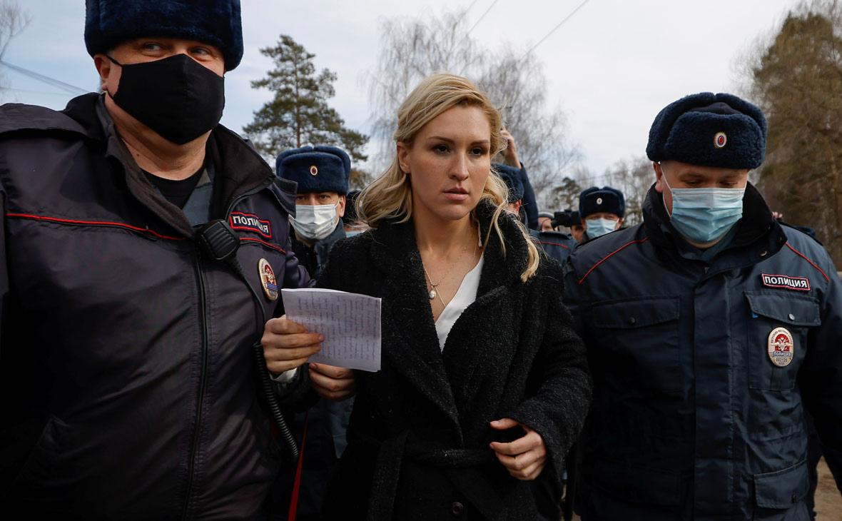 Сторонников Навального задержали на акции у его колонии