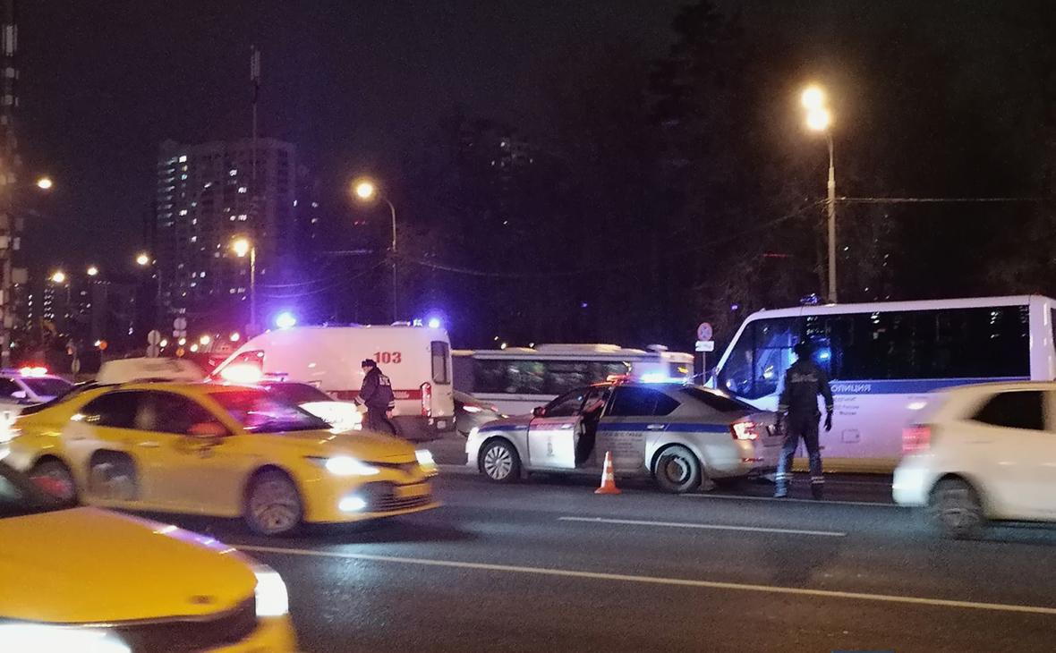Полицейский насмерть сбил мужчину на западе Москвы