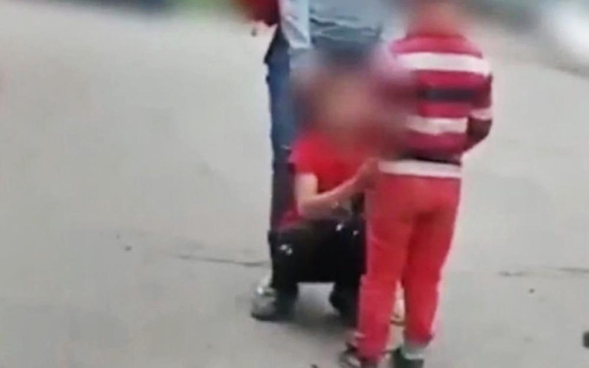 В Красноярске завели дело против поставившей ребенка на колени женщины