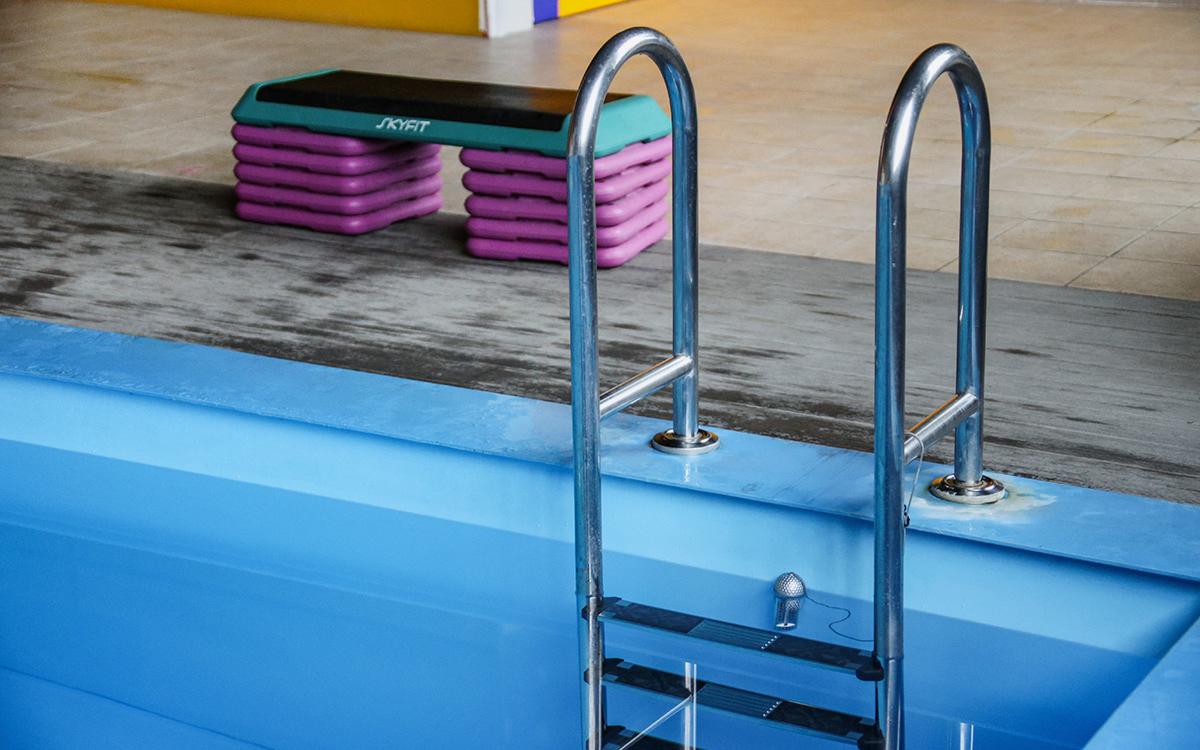 Женщина утонула в бассейне фитнес-центра в Москве