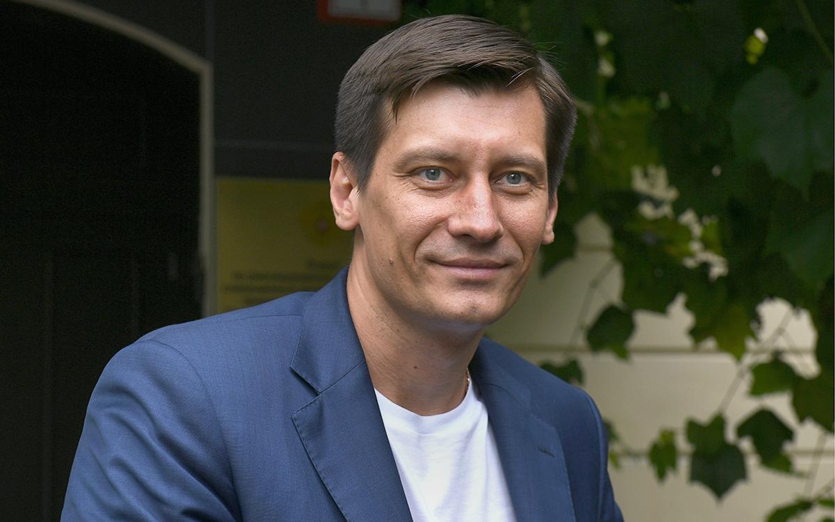 В Кремле заявили об отсутствии беспокойства по поводу отъезда Гудкова