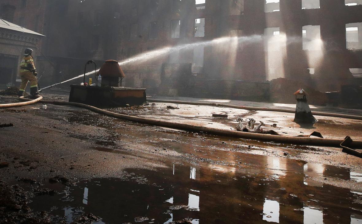 Эксперты объяснили долгую борьбу с огнем на «Невской мануфактуре»