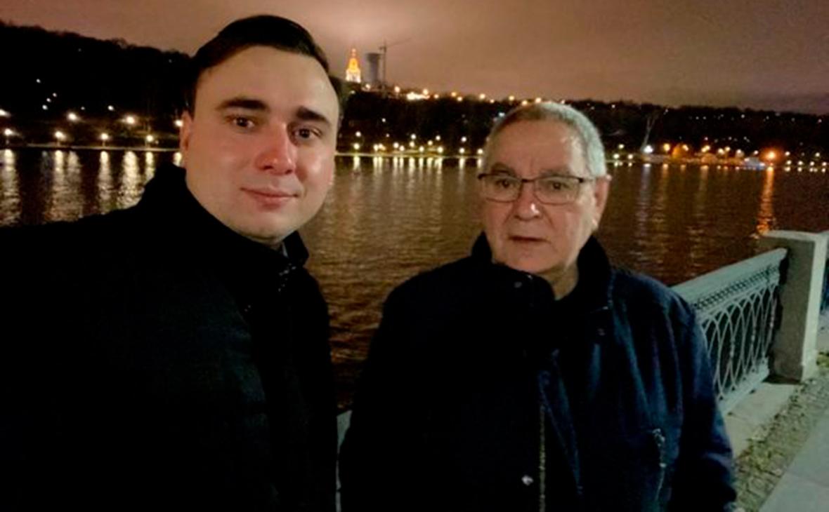 Директор ФБК сообщил об аресте своего отца