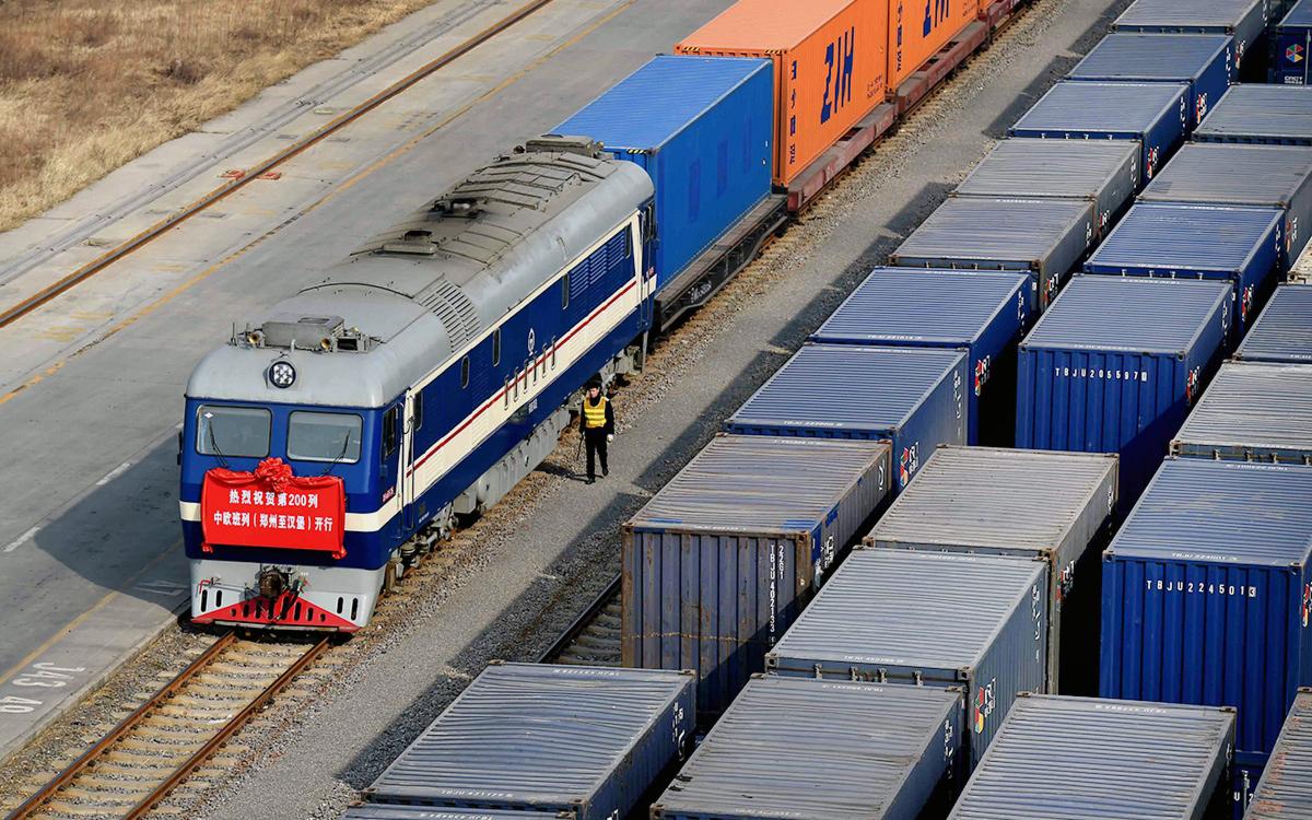 СМИ узнали о развороте Китая в сторону экспорта по суше через Россию