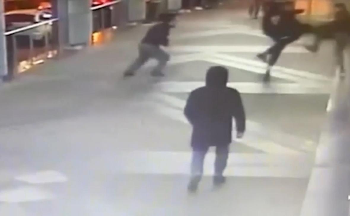 Полиция задержала 10 человек после драки со стрельбой в Петербурге