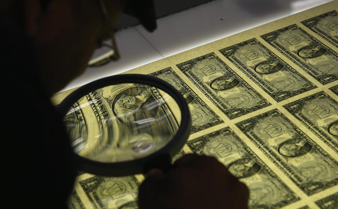 Лавров сообщил о шагах по отказу от доллара и западных платежных систем