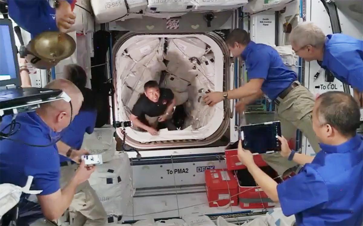 Экипаж космического корабля Crew Dragon перешел на борт МКС