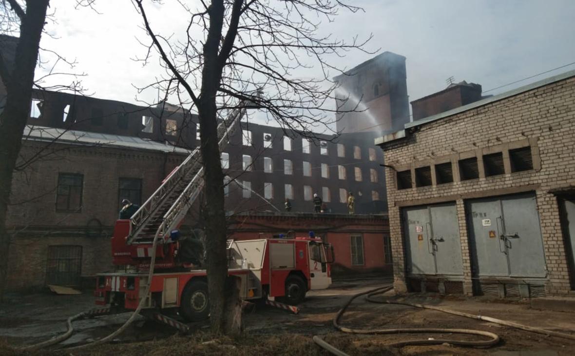 МЧС сообщило о сокращении площади очагов пожара на «Невской мануфактуре»