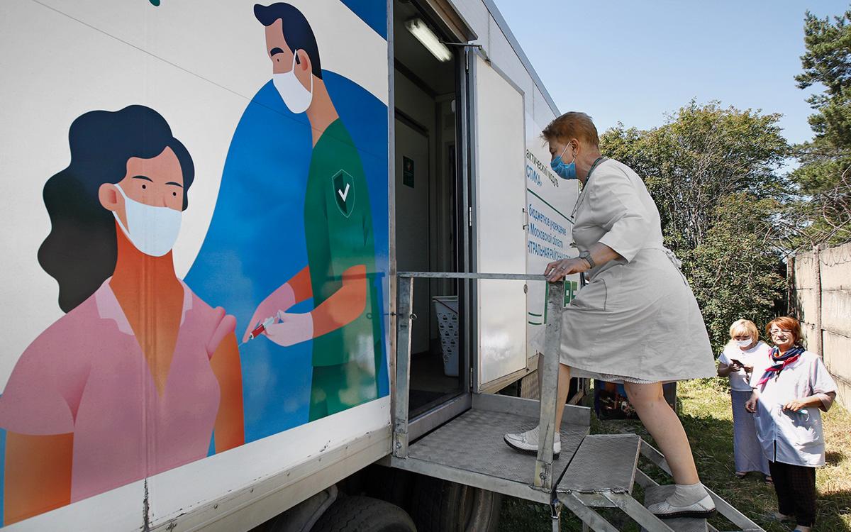 Минздрав заявил о десятикратном росте числа вакцинирующихся в Подмосковье