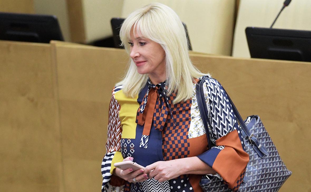Суд отклонил иск к Оксане Пушкиной из-за поста о сериале «Чики»