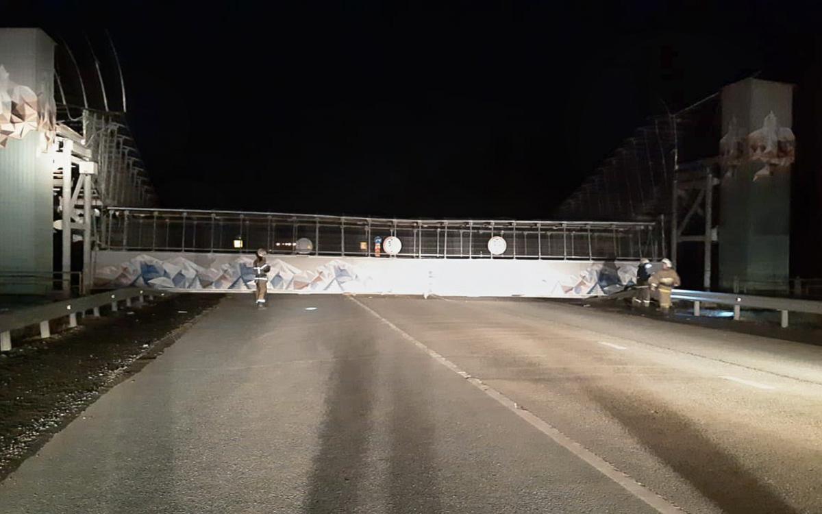 На снесшего мост водителя в Екатеринбурге составили пять протоколов