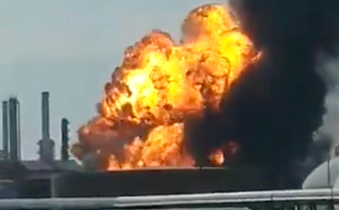 В Мексике из-за взрывов на нефтяном заводе пострадали семь человек