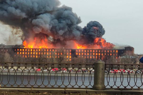Пожар на «Невской мануфактуре». Фоторепортаж