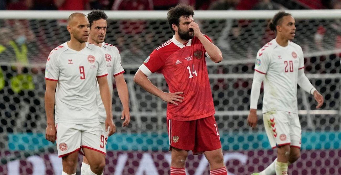 Ни один игрок сборной России не подошел к трибуне болельщиков после разгрома от Дании