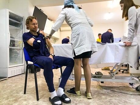Карпин и часть игроков «Ростова» привились от коронавируса «Спутником»