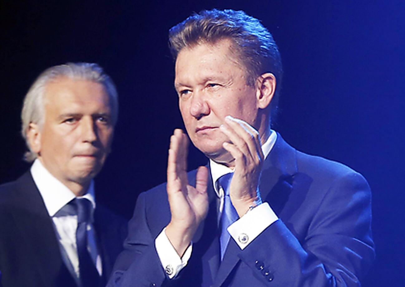 На Кубок Гагарина нанесли гравировку после победы «Авангарда». Миллер и Дюков – первые фамилии