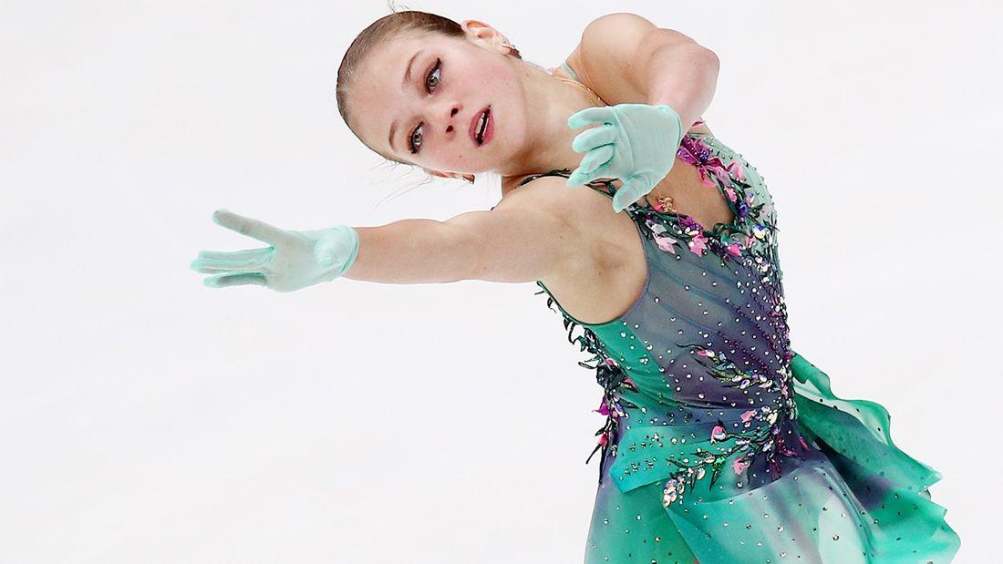 Ушла от Тутберидзе к Плющенко, первой в мире исполнила несколько четверных. Фигуристка Александра Трусова