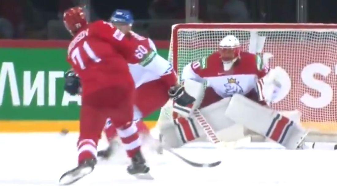 Эффектный гол сборной России на чемпионате мира. На 5-й минуте первого матча Бурдасов идеально бросил в девятку
