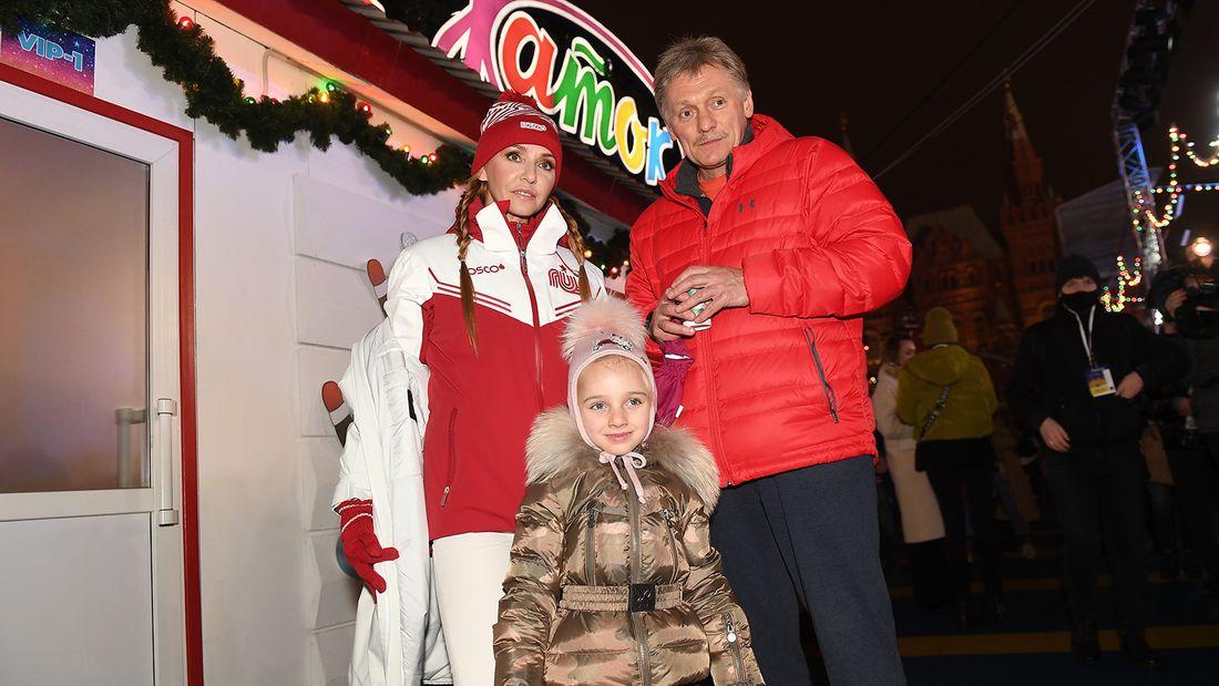 Навка показала, как 53-летний Песков с дочкой катаются на сигвее: «Папа-экстремал»