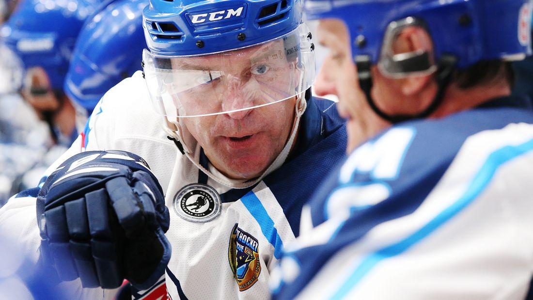 Нижний Новгород впервые в истории выиграл Кубок Крутова! К трофею НХЛ прилагается 100 млн на строительство катка