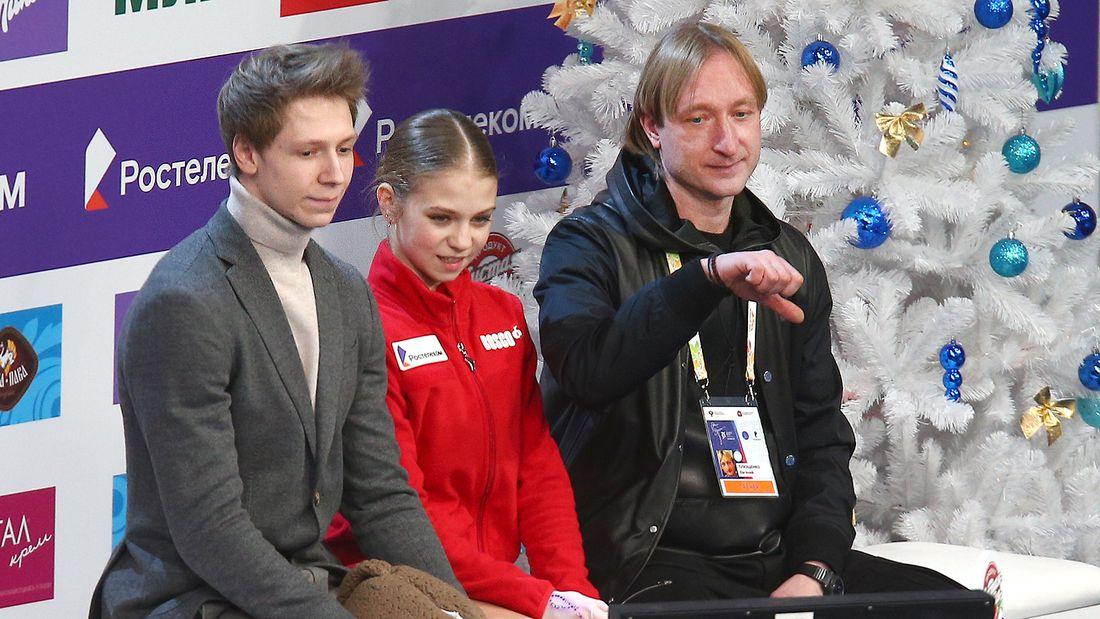 Скандал в турнире женщин на ЧР. Плющенко раскритиковал судей за баллы Трусовой: она ниже трех учениц Тутберидзе