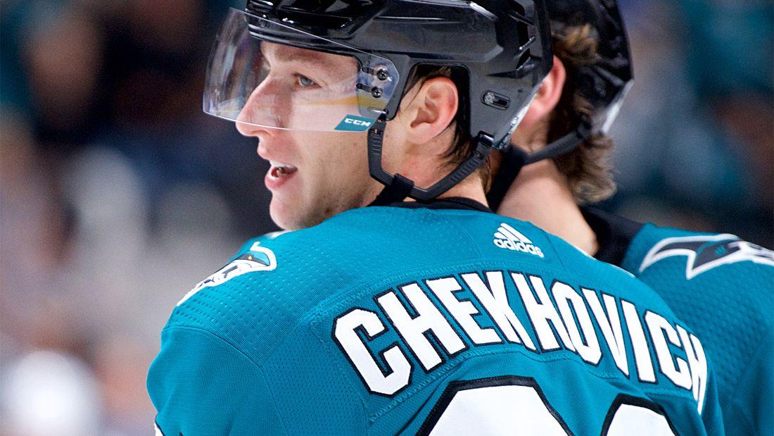 Молодой русский форвард провел крутой сезон в КХЛ, но вернулся в Америку. Что ждет Чеховича в «Сан-Хосе»?