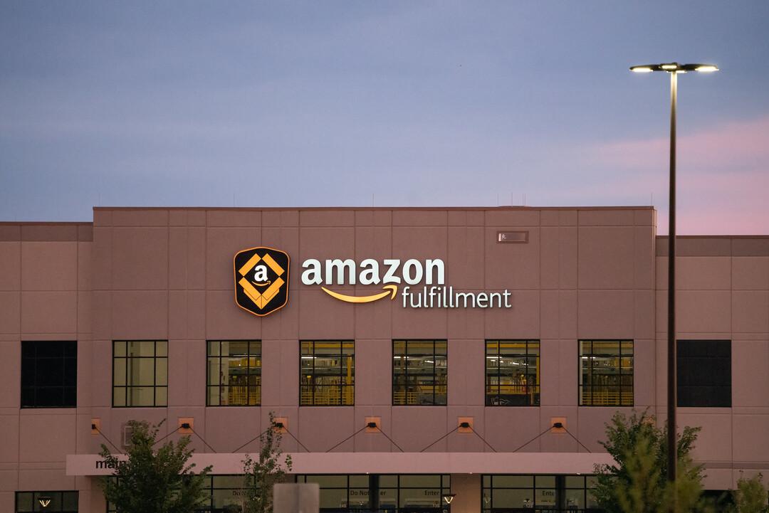 Amazon извинилась за твит с отрицанием плохих условий труда