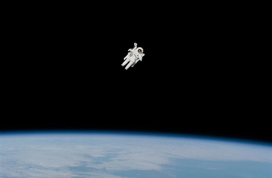 Путин предложил резко поднять зарплаты космонавтам