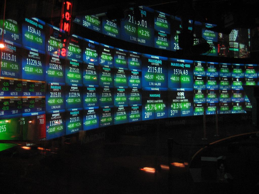 Акции компании Баффетта выросли и вывели из строя компьютеры NASDAQ