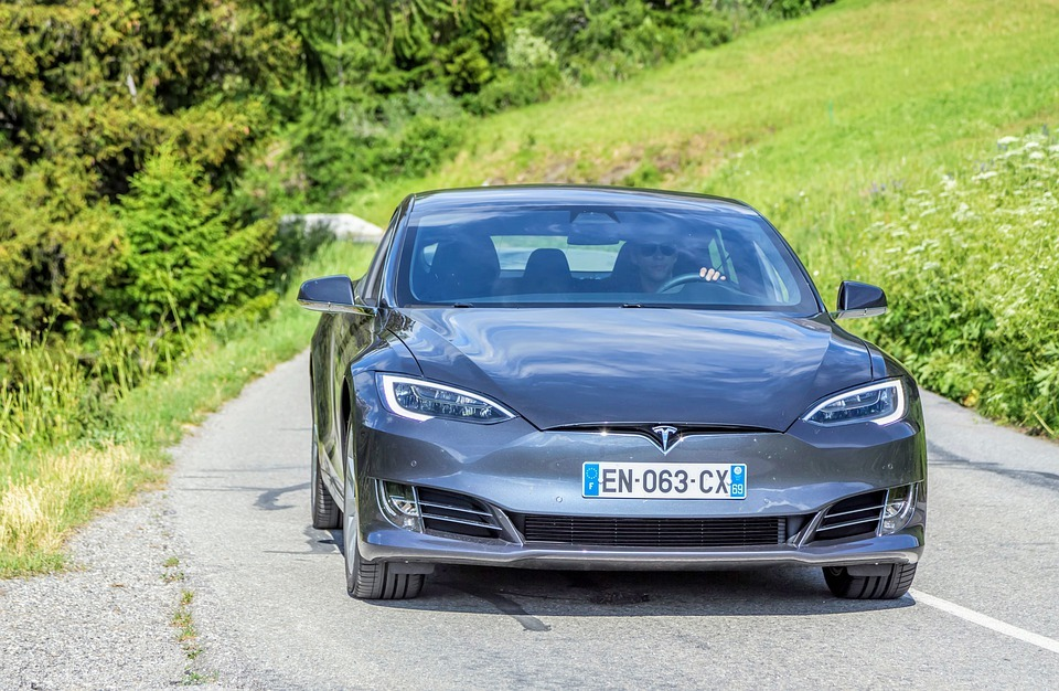 Норвежский суд обязал Tesla выплатить владельцам машин по $16 тысяч из-за медленной зарядки