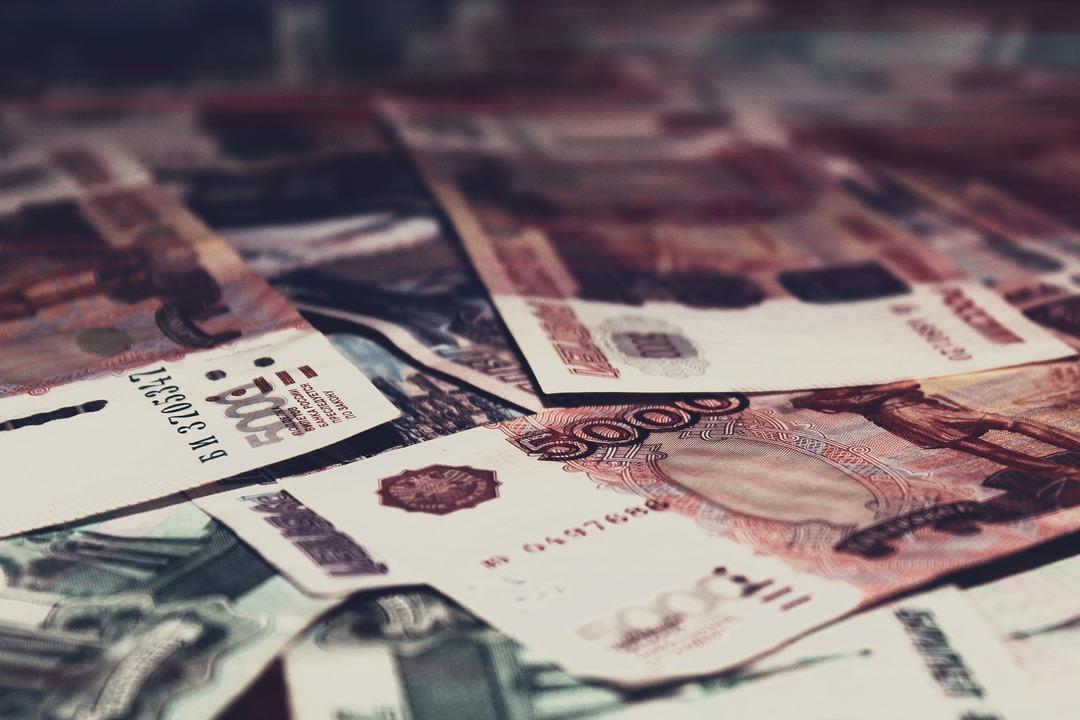 Сумма переданных на взыскание долгов россиян по кредитам превысила 1,8 трлн рублей