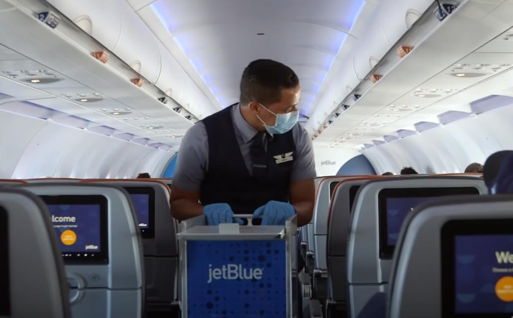 Пьяного пассажира самолёта оштрафовали на 1 млн рублей за отказ надеть маску