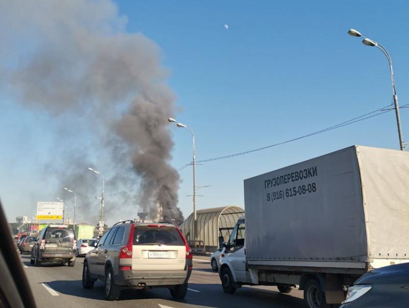 В центре Москвы загорелся склад с пиротехникой