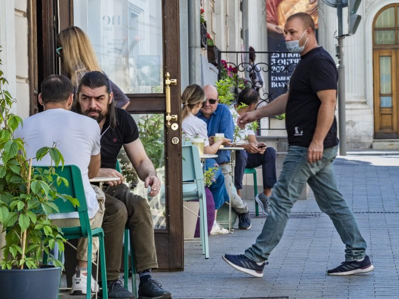 Ресторанам формата covid-free полностью запрещено обслуживать невакцинированных клиентов