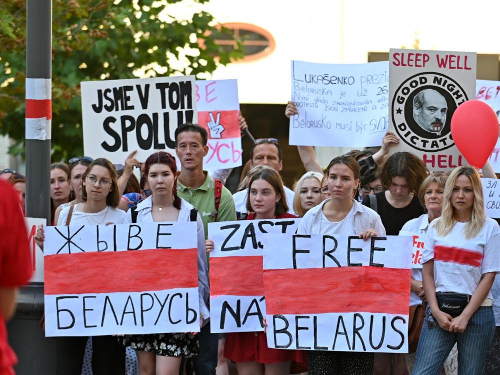 Фразу 'Жыве Беларусь' хотят признать нацистской символикой