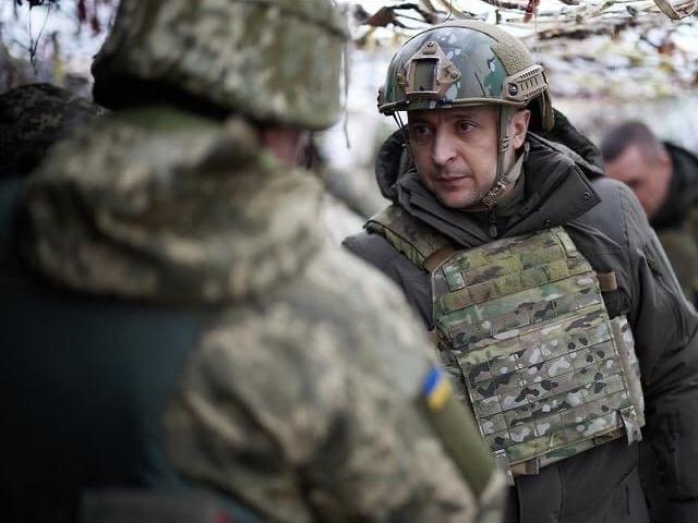 Зеленский из зоны боев призвал Байдена 'сделать больше' для сдерживания России
